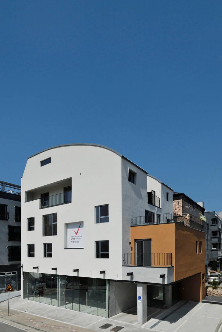 남서측 전경: (주)건축사사무소 모도건축의  주택