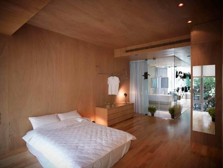 漂亮家居_Ason  house:  臥室 by 本晴設計