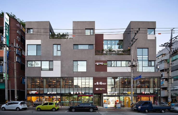 서측 정면: (주)건축사사무소 모도건축의  주택