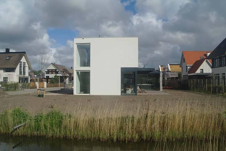 west gevel:  Huizen door Studio Blanca, Modern