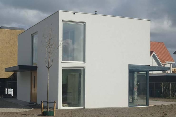 noordwest gevel:  Huizen door Studio Blanca, Modern