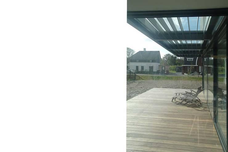 veranda:  Terras door Studio Blanca, Modern
