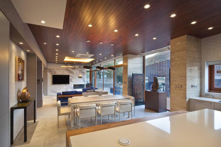 1층 식당: (주)건축사사무소 모도건축의  다이닝 룸,모던 타일