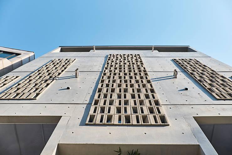 여림 주택 외부: 건축사사무소 어코드 URCODE ARCHITECTURE의  주택