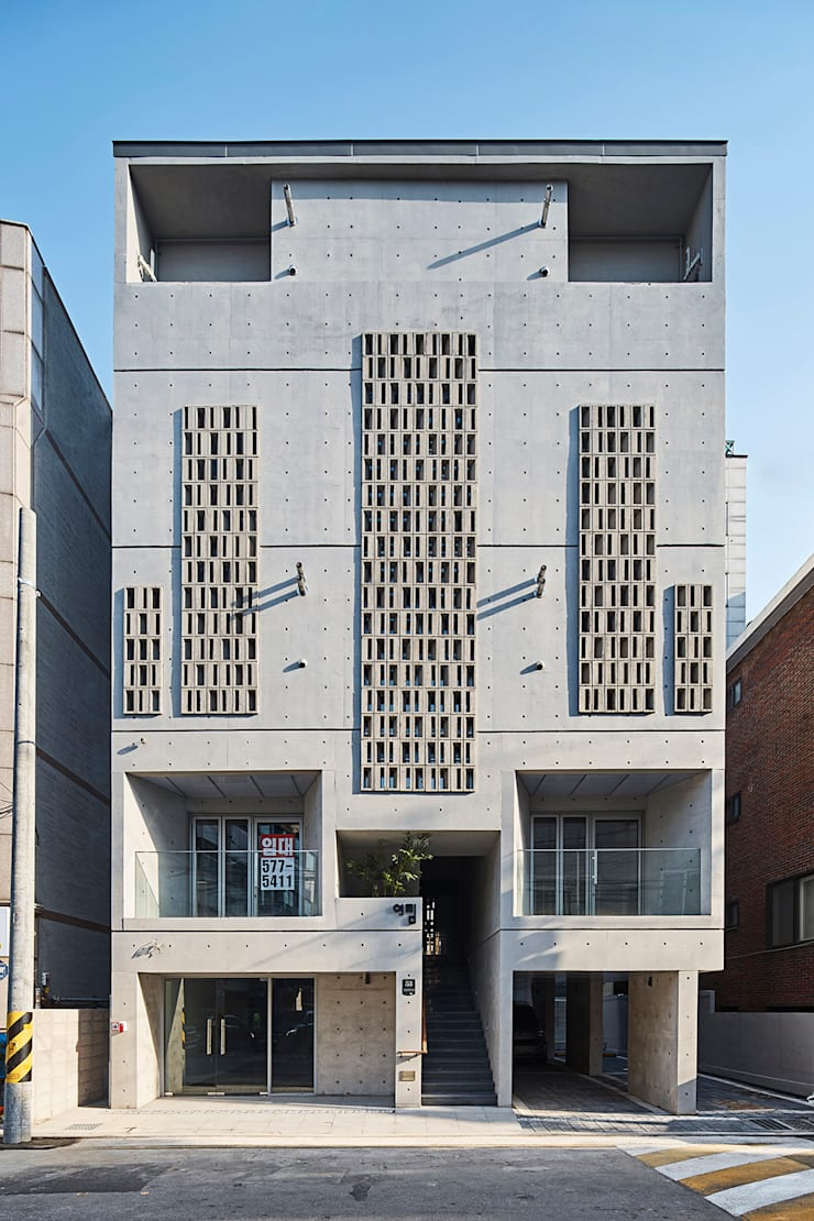 외부: 건축사사무소 어코드 URCODE ARCHITECTURE의  주택