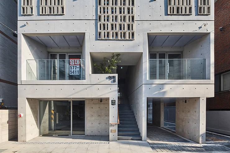 Casas  por 건축사사무소 어코드 URCODE ARCHITECTURE