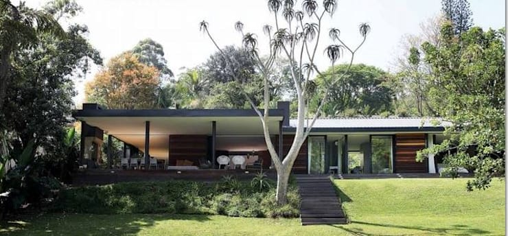 House Cowies Hill:  Patios by Ferguson Architects, Modern