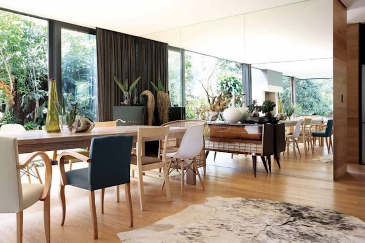 House Cowies Hill:  Dining room by Ferguson Architects
