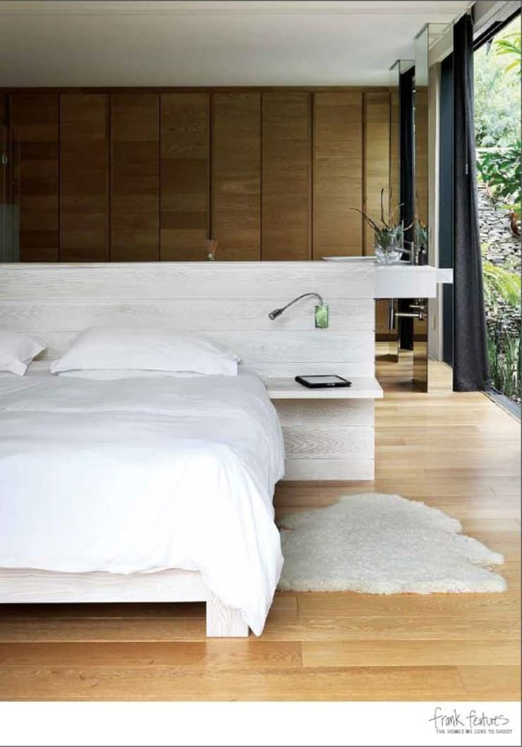 House Cowies Hill:  Bedroom by Ferguson Architects