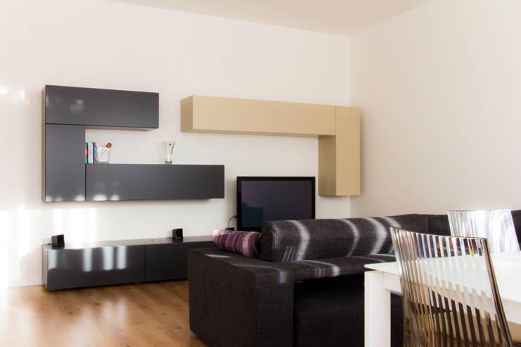 minimalistic Living room by quadrato | studio di architettura