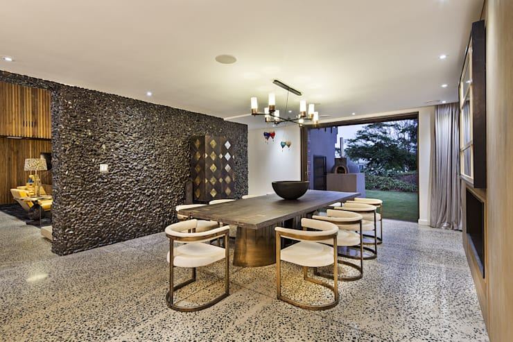 House Umhlanga: modern Dining room by Ferguson Architects