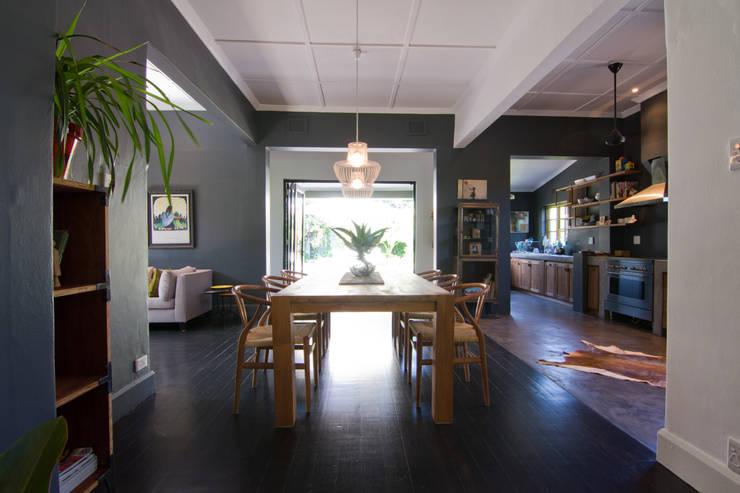 House Morningside:  Dining room by Ferguson Architects