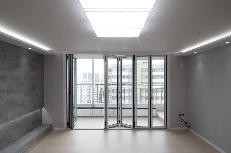 창원시 성산구 대방동 성원 3차아파트 인테리어: 까사델오키드의  거실,