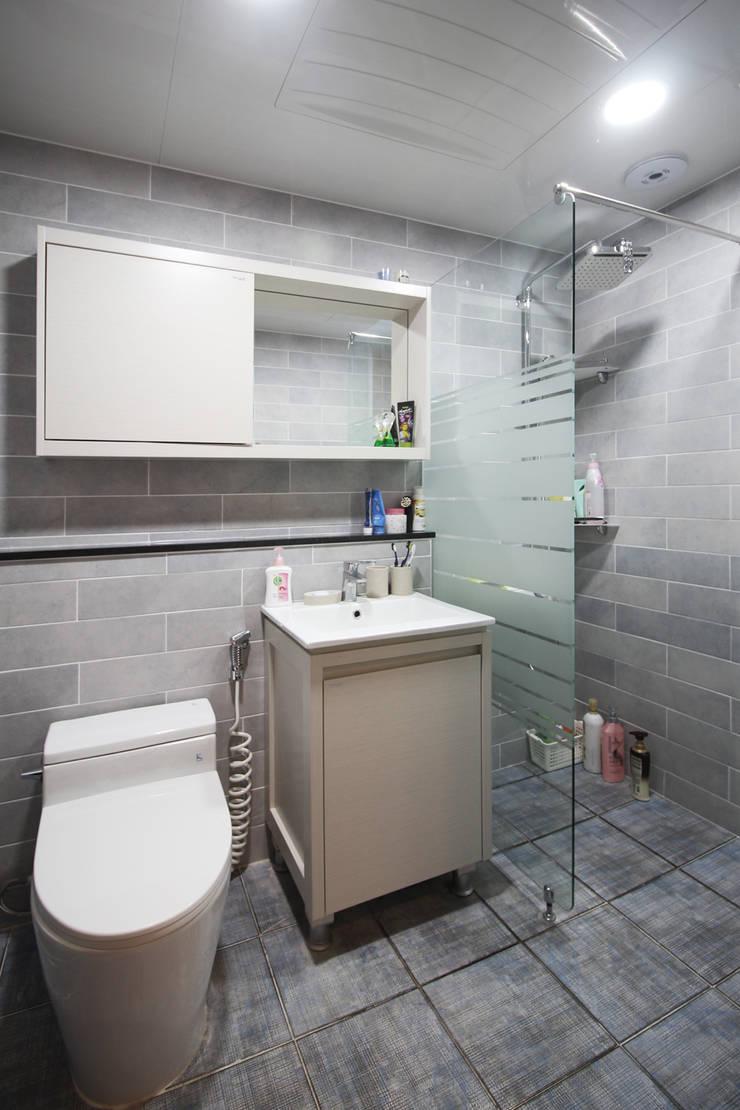 부산광역시 정관읍 신동아파밀리애 아파트 인테리어: 까사델오키드의  욕실