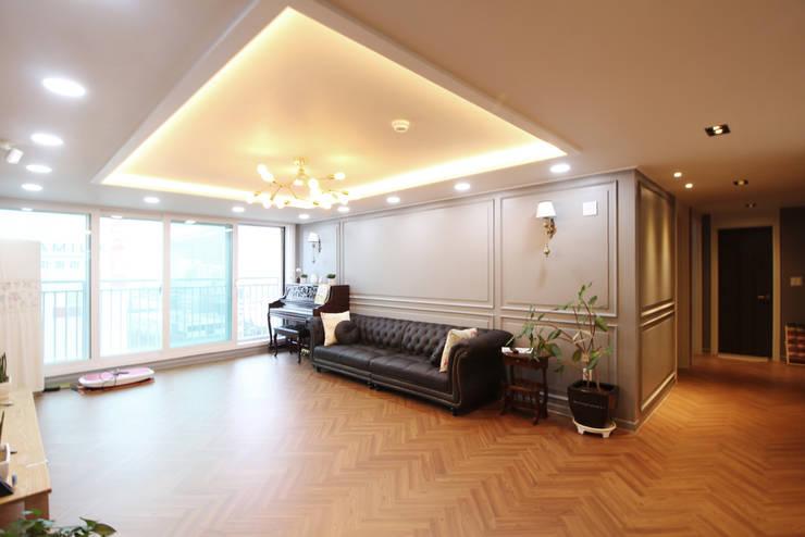 부산광역시 정관읍 신동아파밀리애 아파트 인테리어: 까사델오키드의  거실