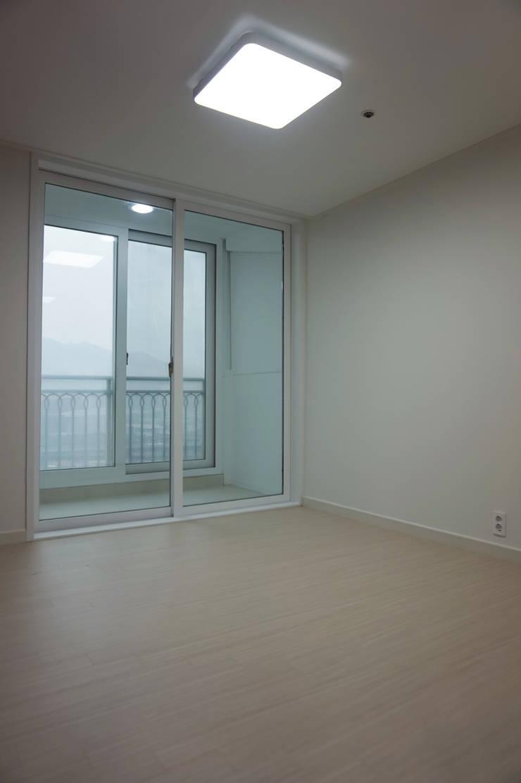 센텀비치푸르지오 35평형 인테리어: 빅터인디자인그룹의  서재 & 사무실,모던
