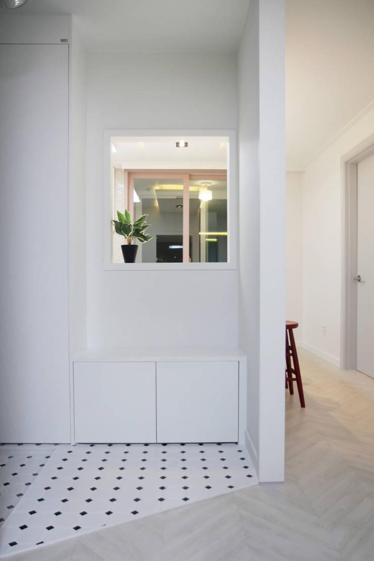 그린빌 13단지 21PY: 비브라운 디자인 의  거실