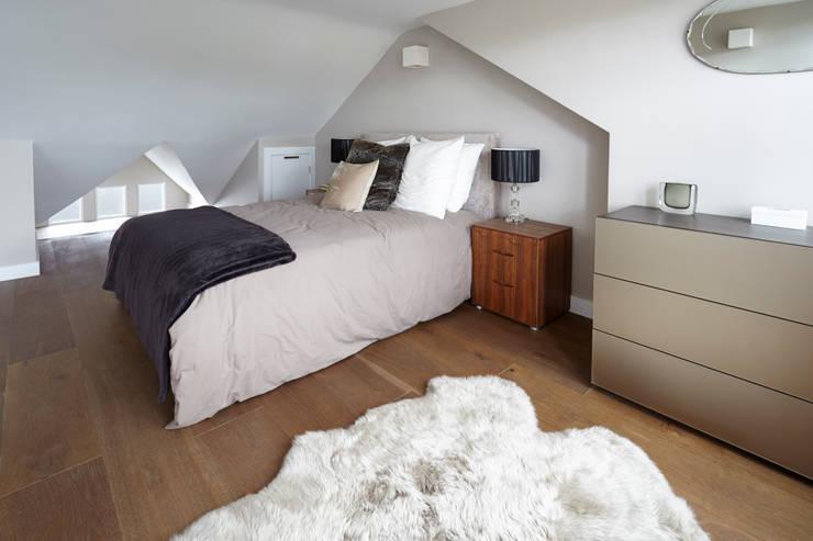 Projekty,  Sypialnia zaprojektowane przez Gr8 Interiors