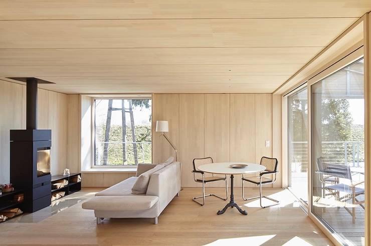 Living room by ARCHITEKTEN GECKELER, Modern Wood Wood effect
