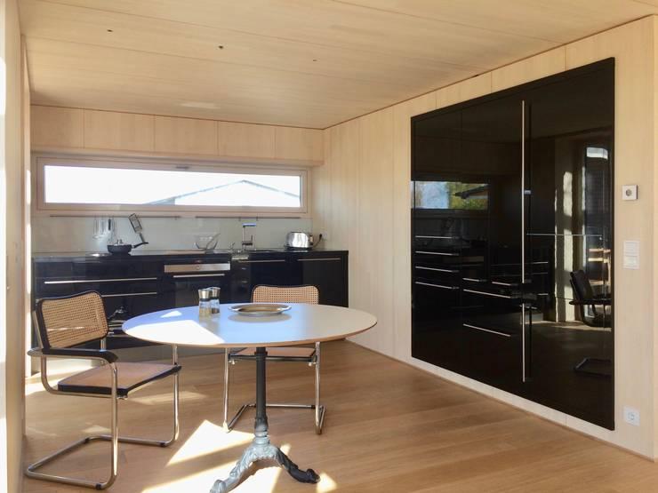 Kitchen by ARCHITEKTEN GECKELER, Modern Wood-Plastic Composite
