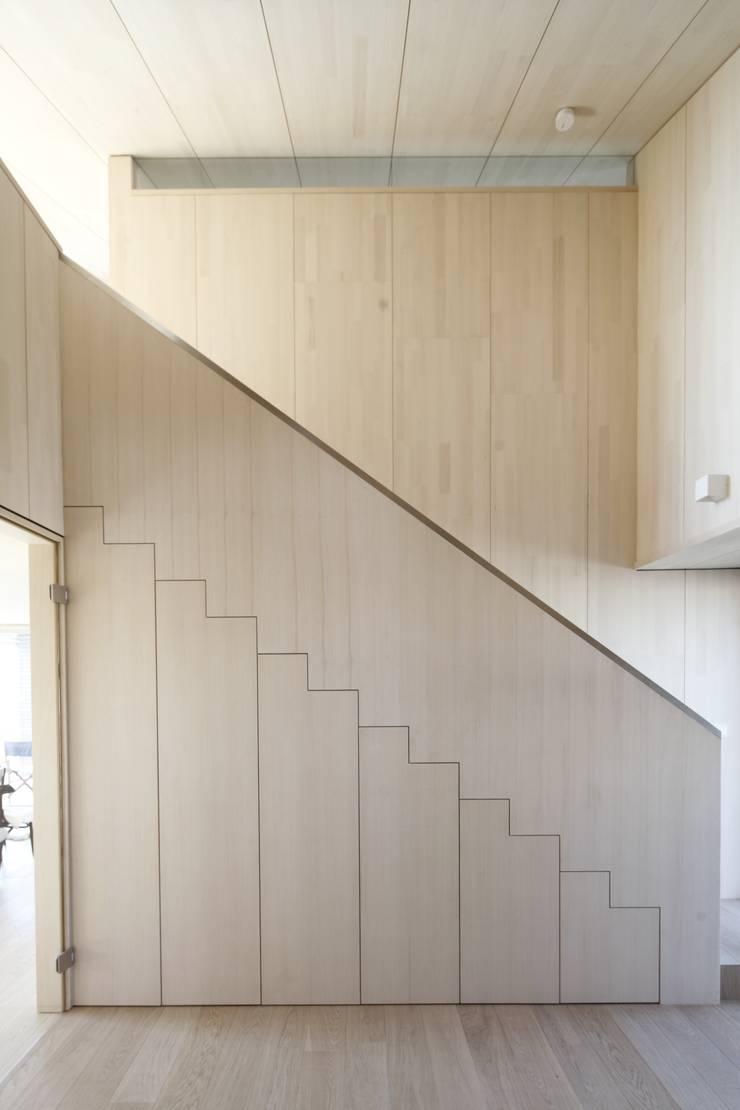 Corridor & hallway by ARCHITEKTEN GECKELER, Modern Wood Wood effect