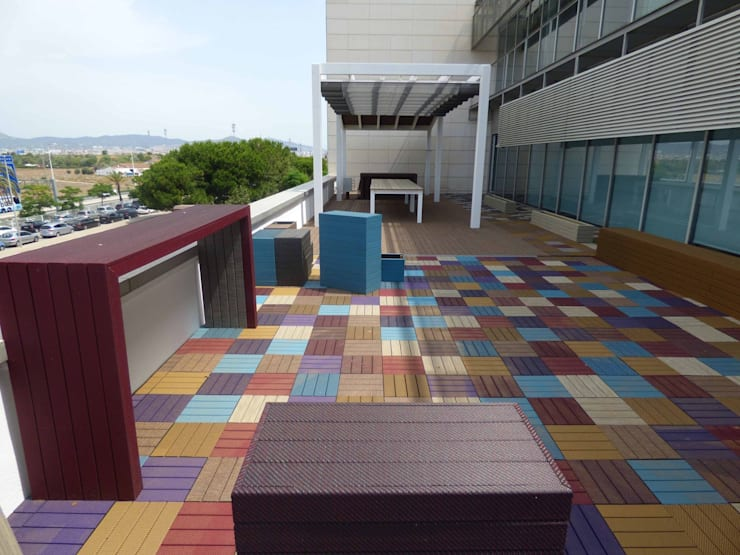 Showroom Floover Headquarters: Balcones y terrazas de estilo  por Floover Latam