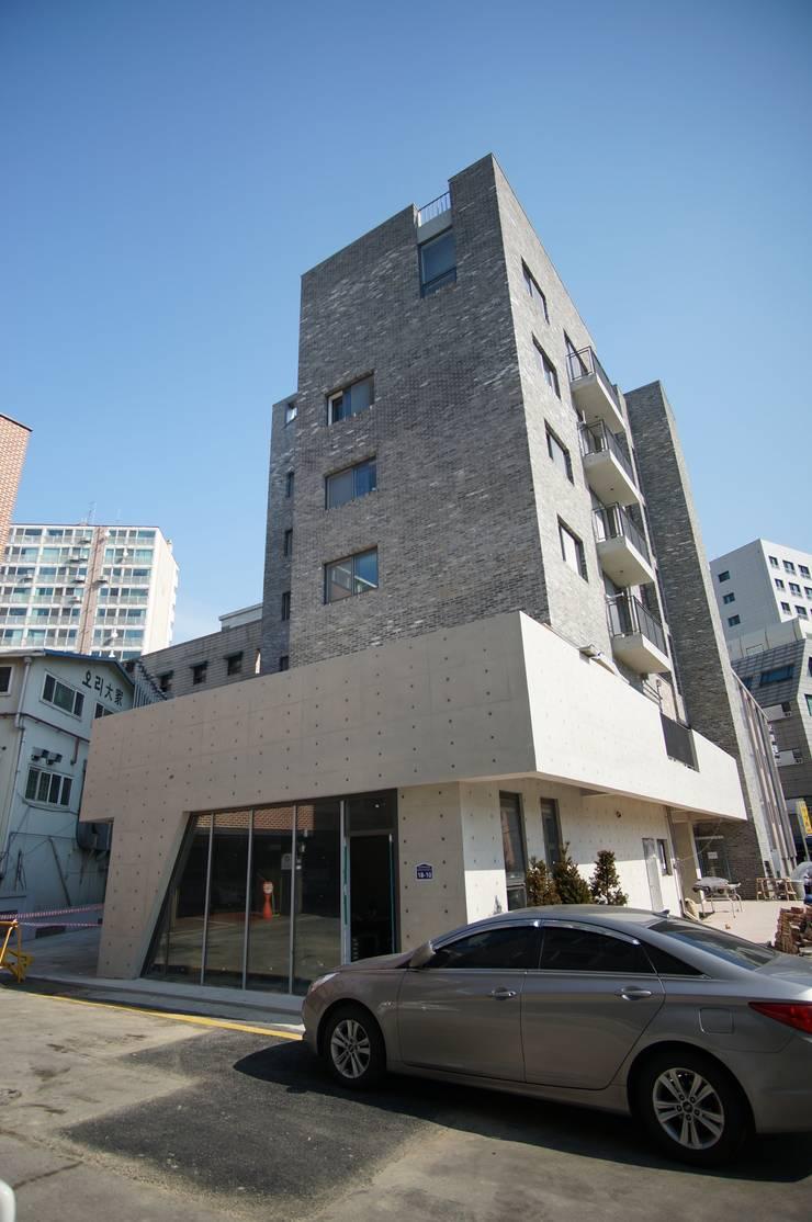 Load View: 라움플랜 건축사사무소의  주택