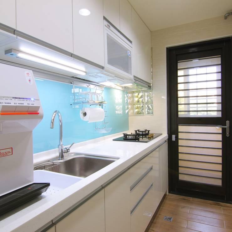 小空間大利用:  廚房 by 豪斯室內空間設計