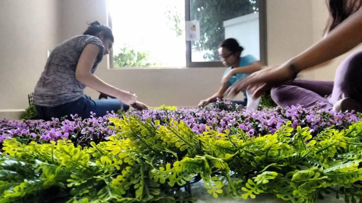 elaboración de muro verde.: Jardines de estilo  por 3HOUS