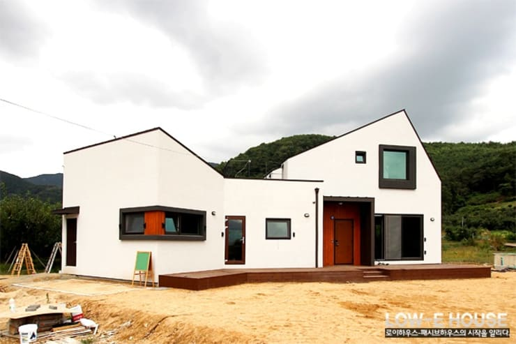 경북 청도단독주택: 로이하우스의  주택