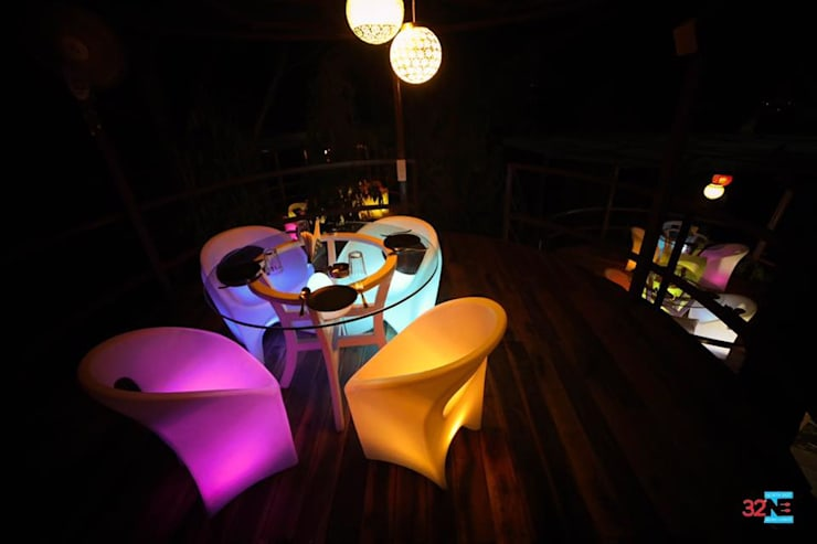 32 degree north east lounge:  Bars & clubs by Vinyaasa Architecture & Design