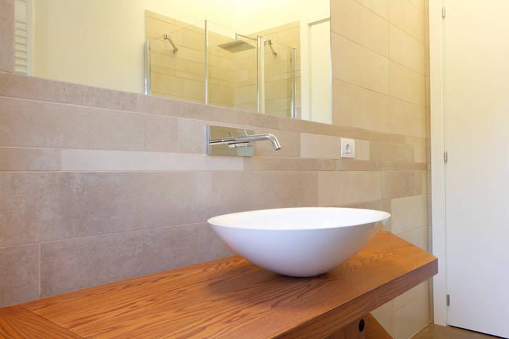 Bagno - Dettaglio del lavabo: Bagno in stile  di Daniele Arcomano