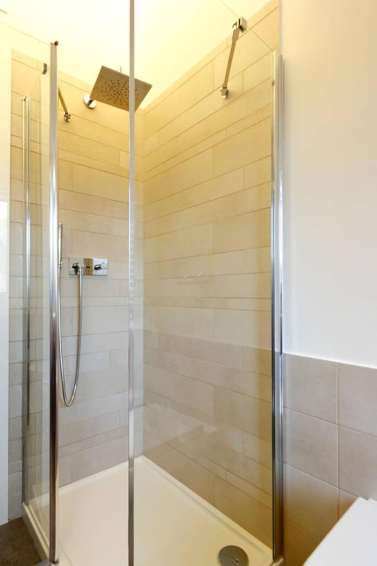 Bagno - Dettaglio del vano doccia: Bagno in stile  di Daniele Arcomano