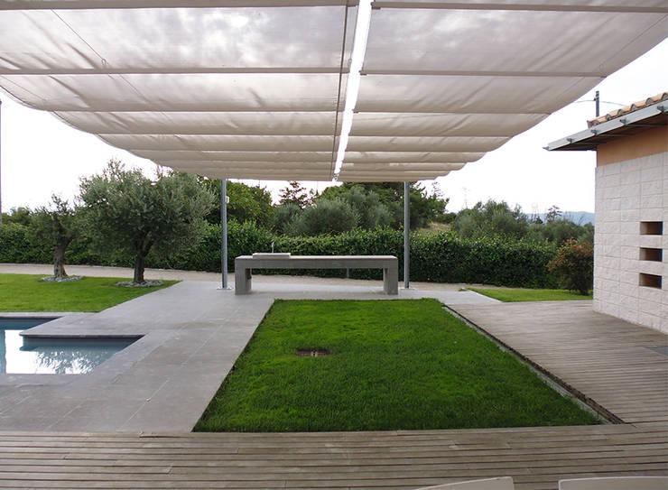 modern Garden by Studio Crachi