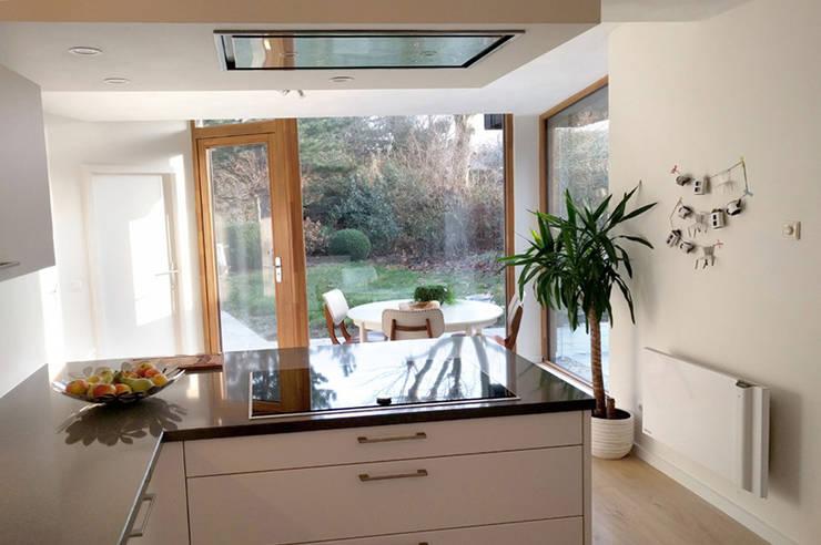 Vleugelhuis:  Keuken door Marks - van Ham architectuur, Modern