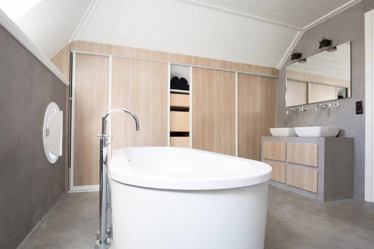 Bathroom by Mignon van de Bunt Interieurontwerp, Styling & Realisatie