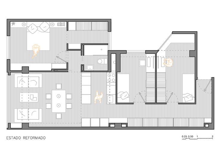 """""""The Closet"""" - 80 m²-, Tarragona. Estado reformado.: Pasillos y vestíbulos de estilo  de GokoStudio"""
