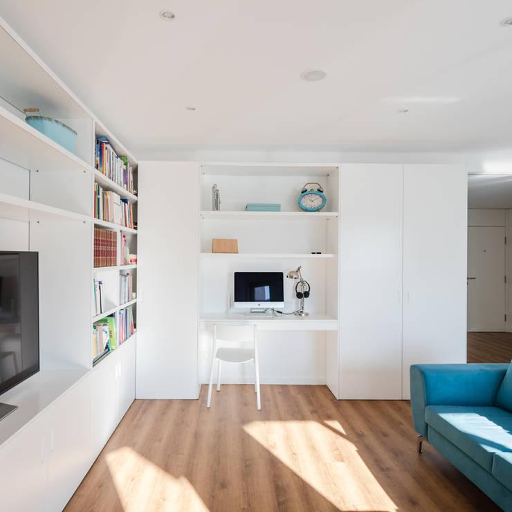 Xavi House: Salas de estar  por Contexto ®
