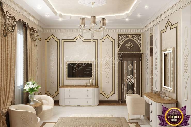   Luxurious bedroom design from Katrina Antonovich:  Bedroom by Luxury Antonovich Design, Classic
