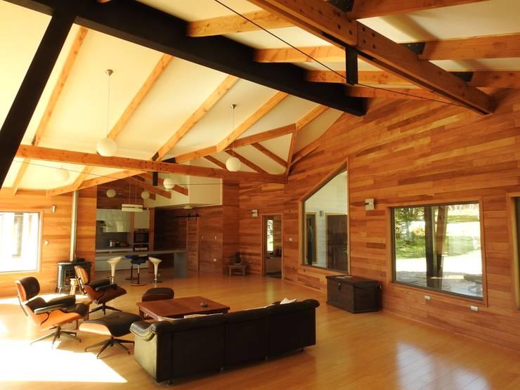 VISTA INTERIOR ESTAR 2: Livings de estilo  por U.R.Q. Arquitectura