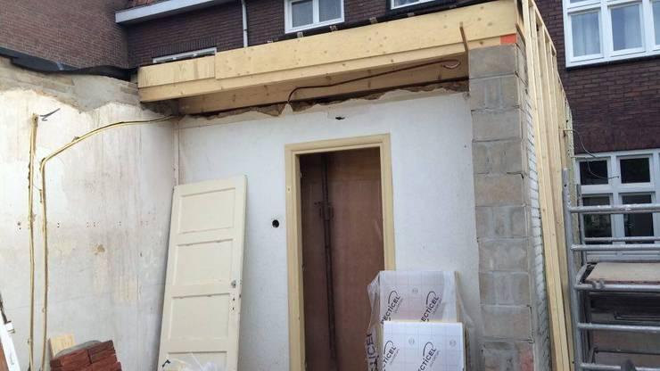 De nieuwe achtergevel, nu de garage en bijkeuken afgebroken zijn:   door Gaby Paulissen Architect