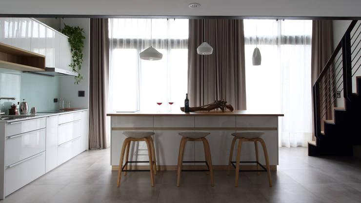 Cucina in stile  di 樂沐室內設計有限公司, Scandinavo PVC