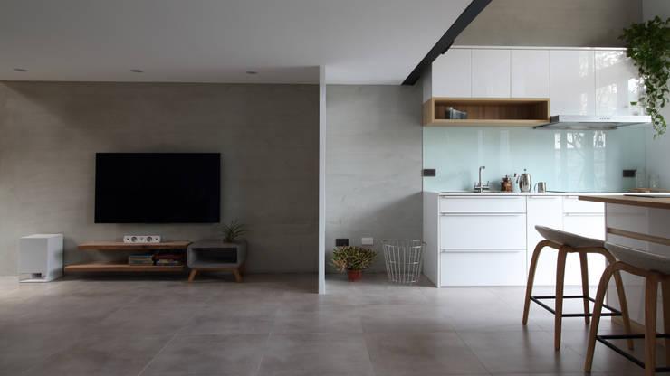 Soggiorno in stile  di 樂沐室內設計有限公司, Scandinavo Cemento armato