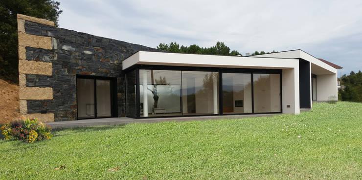 房子 by Hugo Pereira Arquitetos