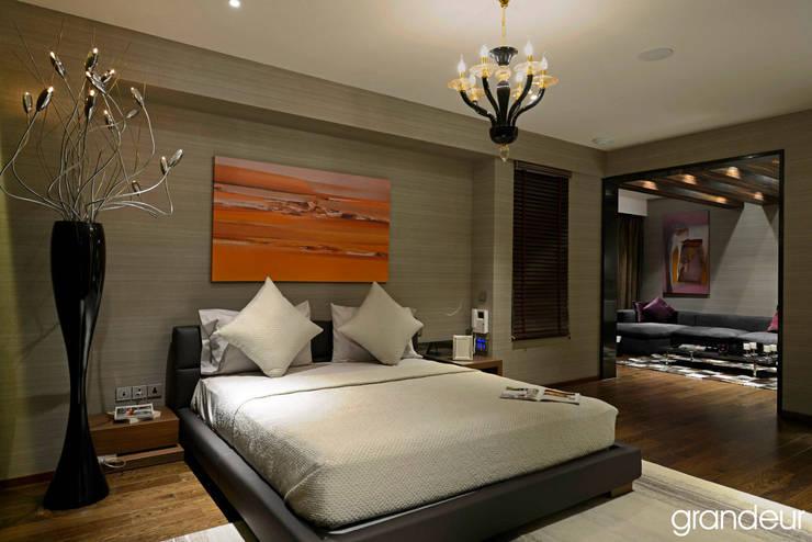 Villas:  Bedroom by Grandeur Interiors