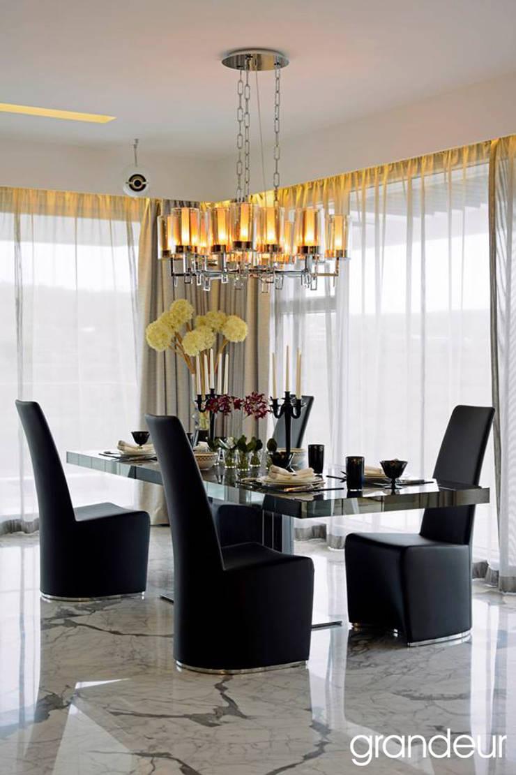 Villas:  Living room by Grandeur Interiors