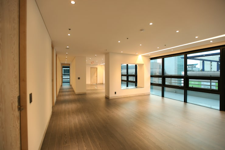 DONGBAEK HOUSING 주거 전체 리모델링 : atelierBASEMENT의  거실,모던