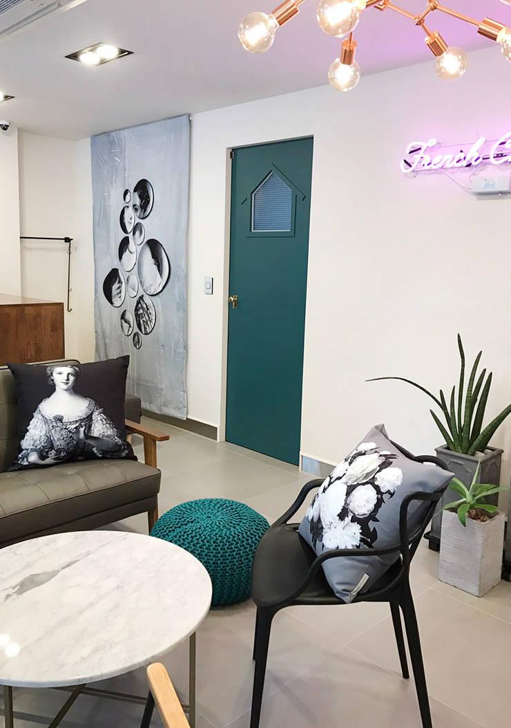 울산 달동 무드: maison el BARA (메종엘바라)의  거실,모던