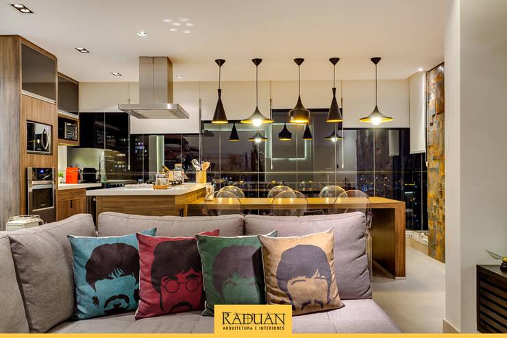 Projekty,  Taras zaprojektowane przez Raduan Arquitetura e Interiores