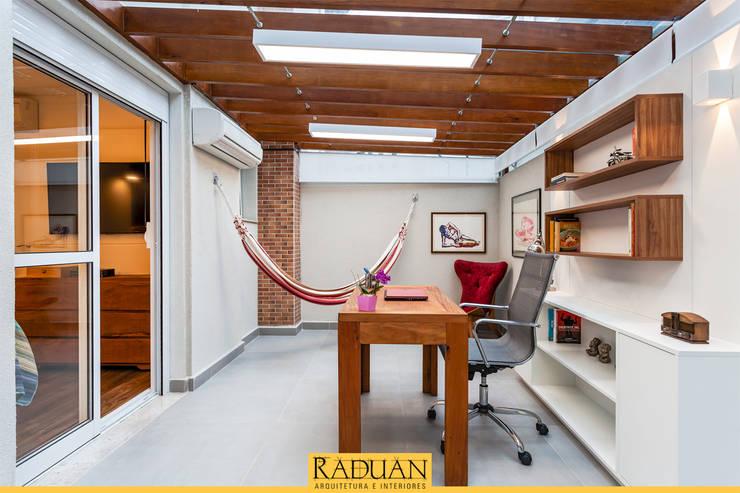 書房/辦公室 by Raduan Arquitetura e Interiores